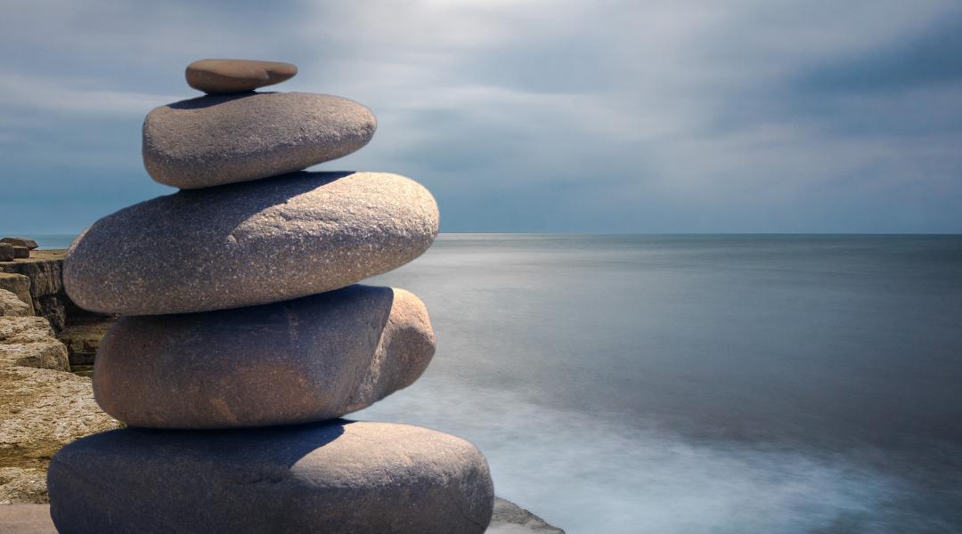 Kivipino kuvaa tasapainoa